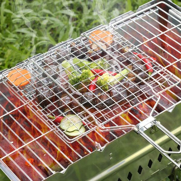 Uong Barbecue Grilling Basket, Portable Stainless Steel Grill Basket Folding BBQ Grill Net BBQ Accessories with Wooden Handle for Roast Fish Vegetable Shrimp Seafood (32 * 32CM)